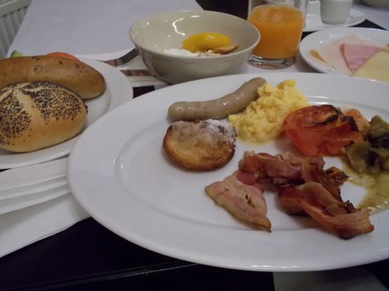 Hotel International Prague: 朝のブッフェ