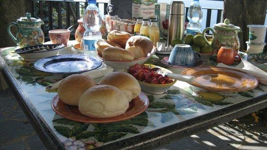 Roccia Fiorita: Breakfast
