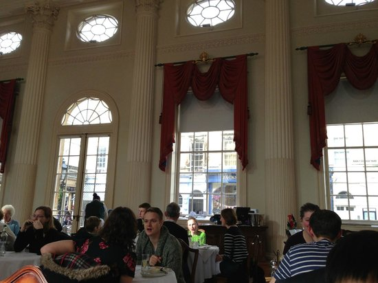 The Pump Room Restaurant : nice ambience