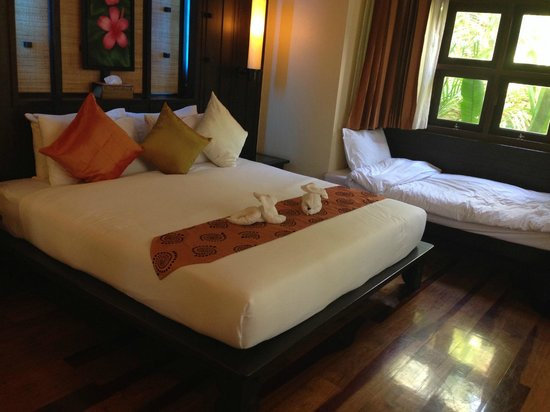 Phu Pi Maan Resort & Spa: Master bedroom with extra bed