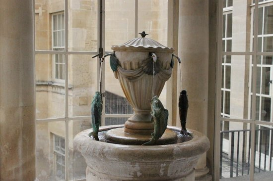 The Pump Room Restaurant : you can drink the water from the spring here. Be warned, it's not tasty at all