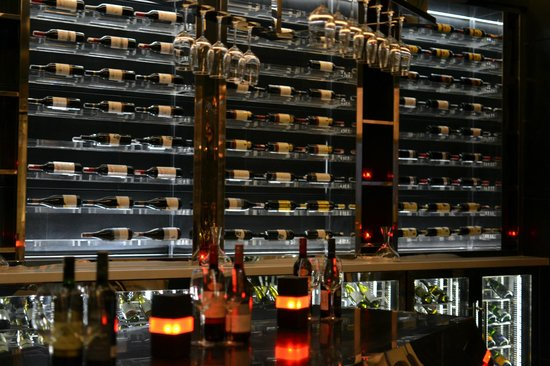 Crowne Plaza New Delhi Rohini: Wine Cellar