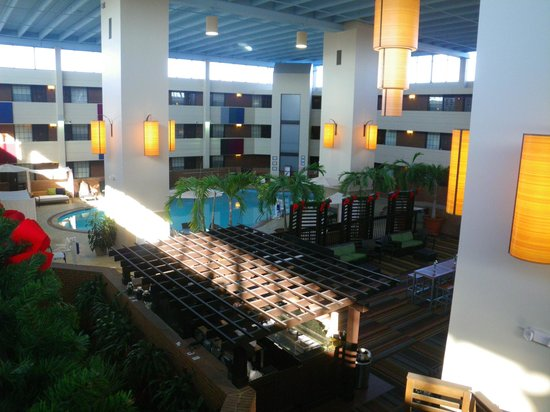 The Inn at Opryland, A Gaylord Hotel: View from 3rd floor.