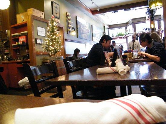 Napa Valley Burger Company : interior