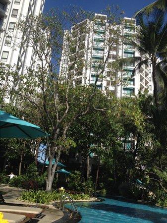 Chatrium Residence Sathon Bangkok: Pool area