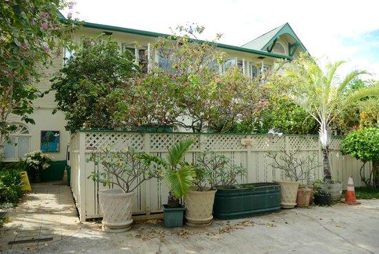 Old Wailuku Inn at Ulupono: 外観(駐車場から)