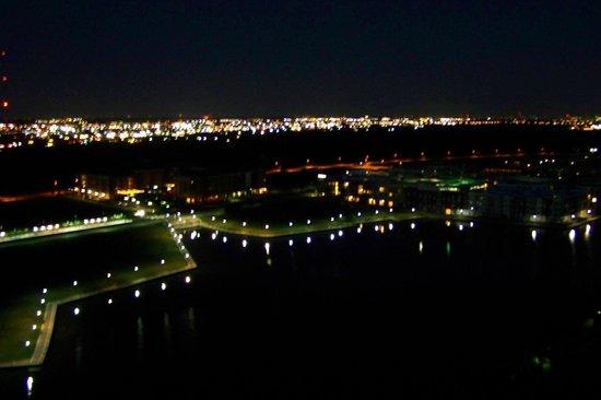 Omni Mandalay Hotel at Las Colinas : From Balcony at Night