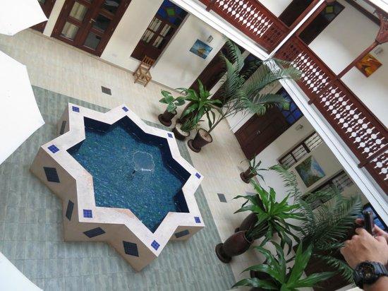 Maru Maru Hotel: Courtyard