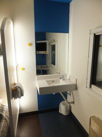 hotelF1 Orange Centre Echangeur A7 A9 : habitacion