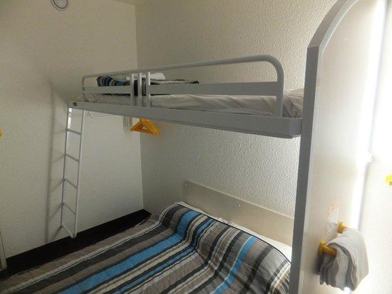 hotelF1 Orange Centre Echangeur A7 A9 : cama encima de la de matrimonio