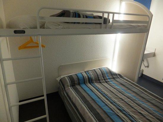 hotelF1 Orange Centre Echangeur A7 A9 : otra de la habitacion