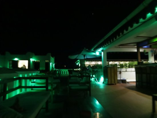 Maru Maru Hotel: Rooftop lounge/restaurant
