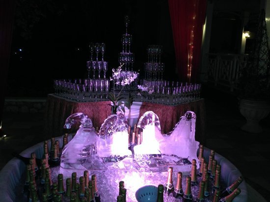 Sandals Royal Plantation : Sandals New Years 2014 Ice Sculpture and Champagne