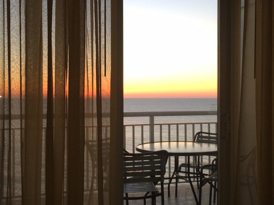 Hilton Suites Ocean City Oceanfront : View from room early morning Dec 27, 2013