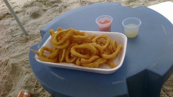 Hotel Porto do Eixo : Serviço do quiosque do hotel na praia