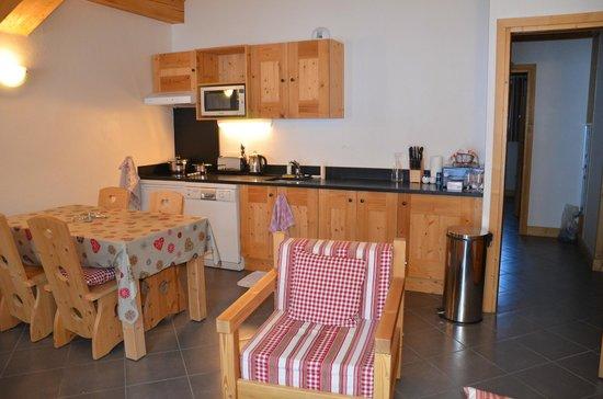 Residence Le Criterium : espace cuisine dans la pièce principale