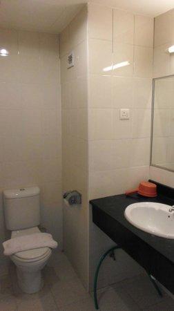 JB Central Hotel : Bathroom