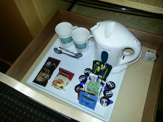 Bolton Whites Hotel: Room refreshments