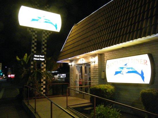 Santa Cruz Diner: exterior