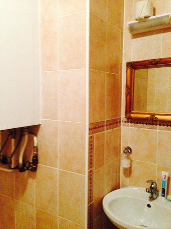 Olevi Residents: Санузел с ванной в сьюте №3