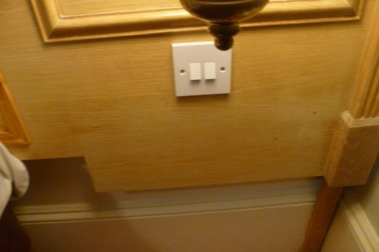 Royal Albion Hotel-Brighton: Bedside cabinet broken and not replaced