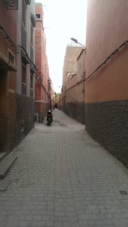 Riad Sidi Mimoune : Riad location down alleyways