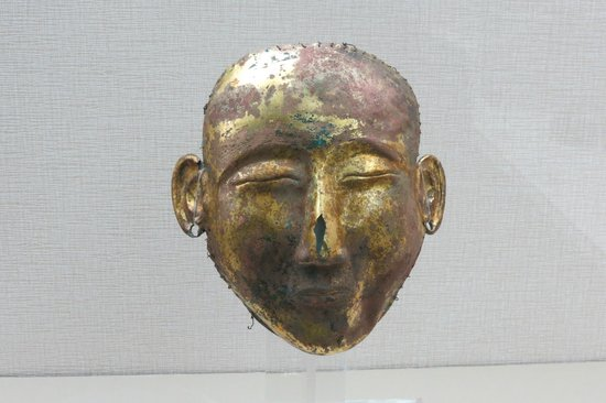 Golden mask, three gorges museum