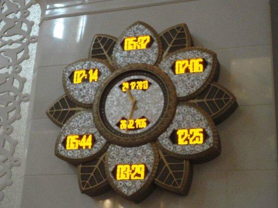 """Scheich-Zayid-Moschee: """"Orologio"""" delle preghiere"""