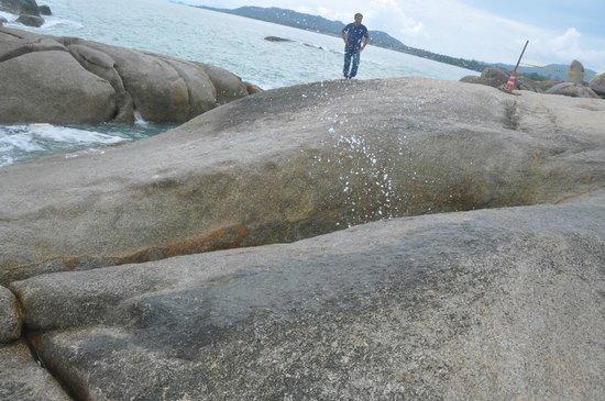Grandmother and Grandfather Rocks (Hin Yai & Hin Ta) : Hin Yai - бабушка