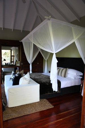Lake Duluti Lodge: Very comfortable and equipped room