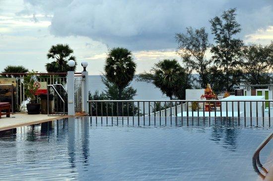 Baumancasa Karon Beach Resort : Вид с крыши отеля