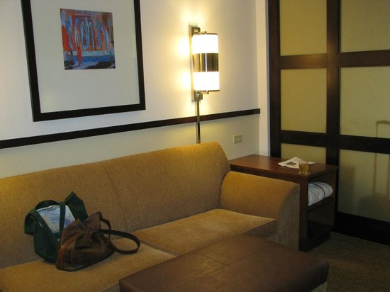 Hyatt Place Portland Airport / Cascade Station : Comfortable Living Area