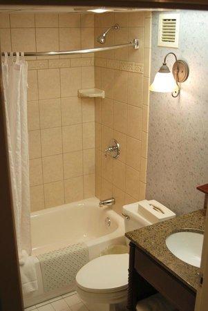 هيريتدج هوتل لانكستر: Guest room bathroom