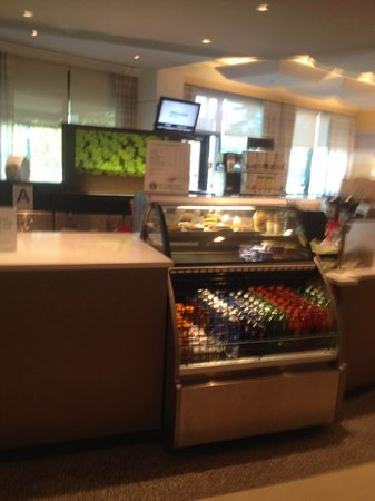Courtyard by Marriott New York JFK Airport: snack area