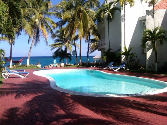 Chrisanns Beach Resort: pool