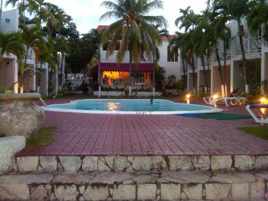Chrisanns Beach Resort : beach