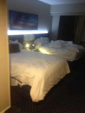 Courtyard by Marriott JFK International Airport: beds