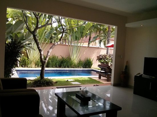 Bali Yubi Villa: Pool from living room