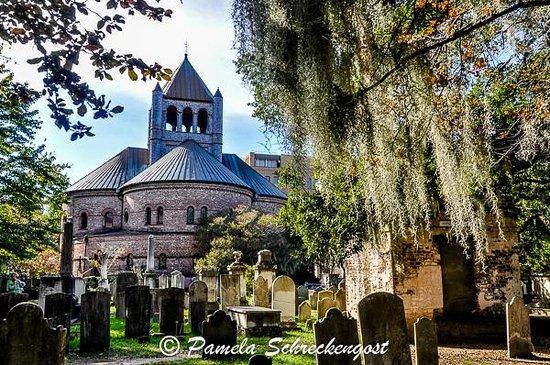 Circular Congregational Church: Circular Congregrational Church and Cemetery