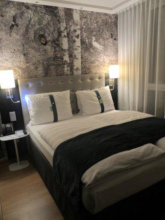 Holiday Inn Berlin Centre Alexanderplatz: Bedroom