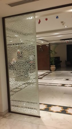 The Gateway Hotel, Agra: lobby