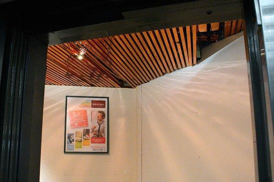Mercure Nice Centre Grimaldi: The reception area which is under renovation