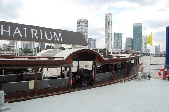 Chatrium Hotel Riverside Bangkok: The hotel's own boat