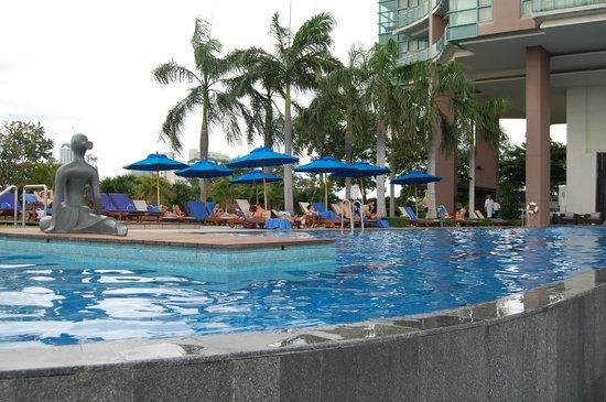 Chatrium Hotel Riverside Bangkok: A corner of the pool