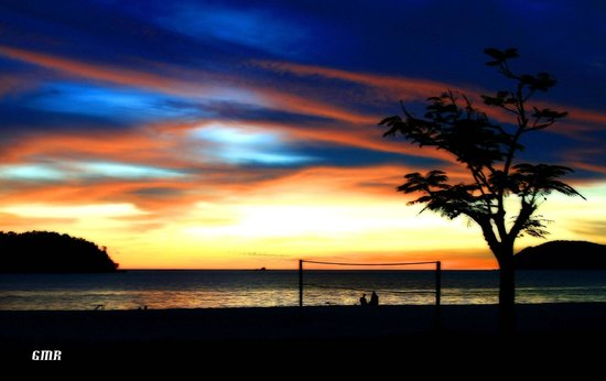 Holiday Villa Beach Resort & Spa Langkawi: The beach front during sunset