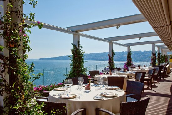 Caruso roof garden grand hotel vesuvio picture of for Roof garden milano