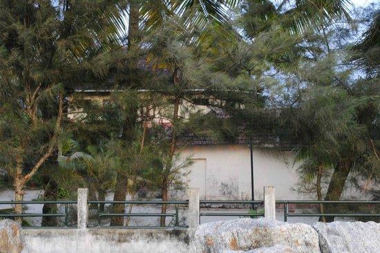Casamaria Beach Resort: View of hotel from the beach