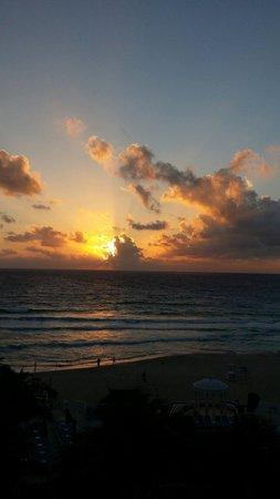 Golden Parnassus Resort & Spa: Amanecer espectacular el día 1 de enero de 2014 desde el balcón de la habitación...