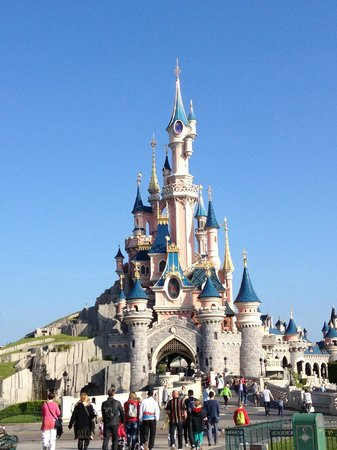 le chateau picture of disneyland park marne la vallee tripadvisor. Black Bedroom Furniture Sets. Home Design Ideas