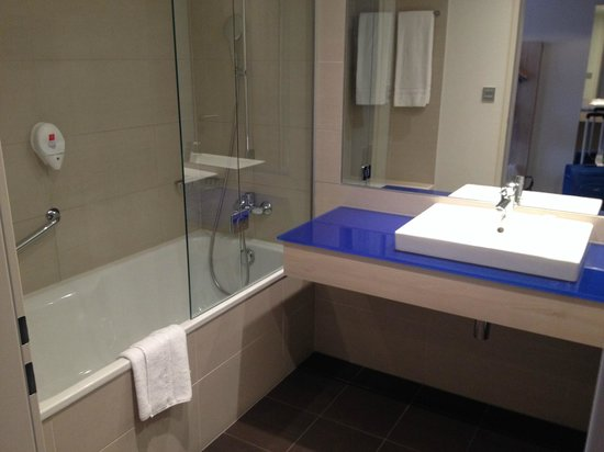 Park Inn by Radisson Linz: Bagno